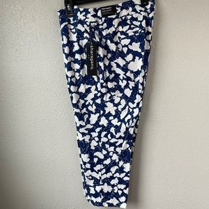 NWT Sharagano Blue and White Cropped Pants Size 12